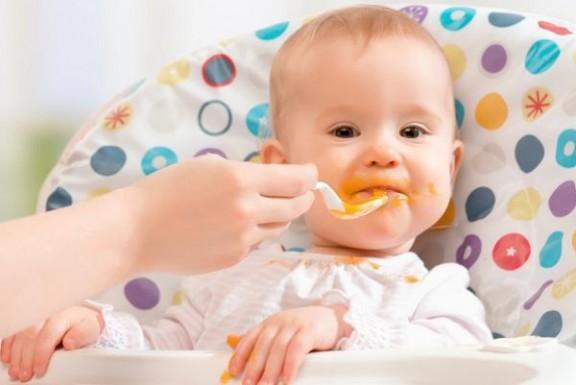 كيف على الأهل التصرف إذا تعرض الولد للاختناق أثناء الأكل
