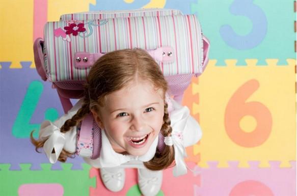 كيف تربين طفلاً سعيداً متفائلاً