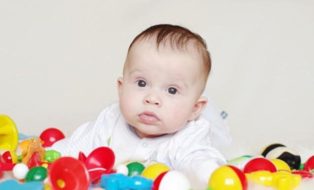 تطور-المهارات-والحركات-لدي-الرضع