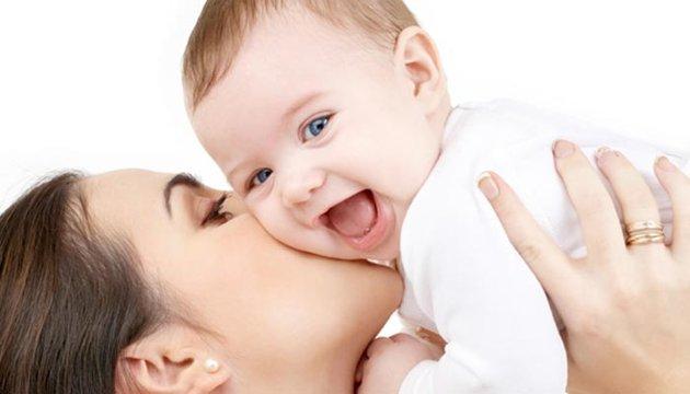 حب الأم لابنها