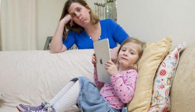 كيف تشجع طفلك في سن 3 سنوات على الاستماع لكلامك..