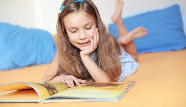 ثلاثة أنواع من الكتب يحتاجها طفلك