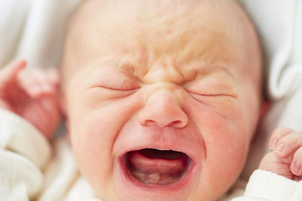 الصراخ والمغص لدى الأطفال الرضع..