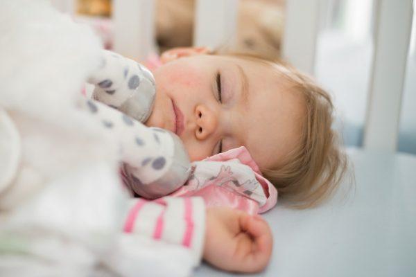 مشاكل نوم طفلك