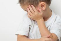 قلّة كلام طفلك تدل على أنه مصاب بهذا المرض!