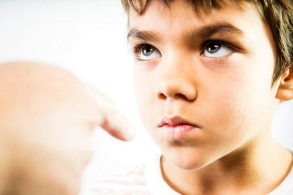 تجنبوا هذه الجمل أمام أطفالكم ﻷنها تؤذيهم..