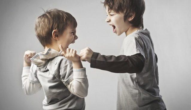 مشكلة التسلط و حب السيطرة لدى طفلك