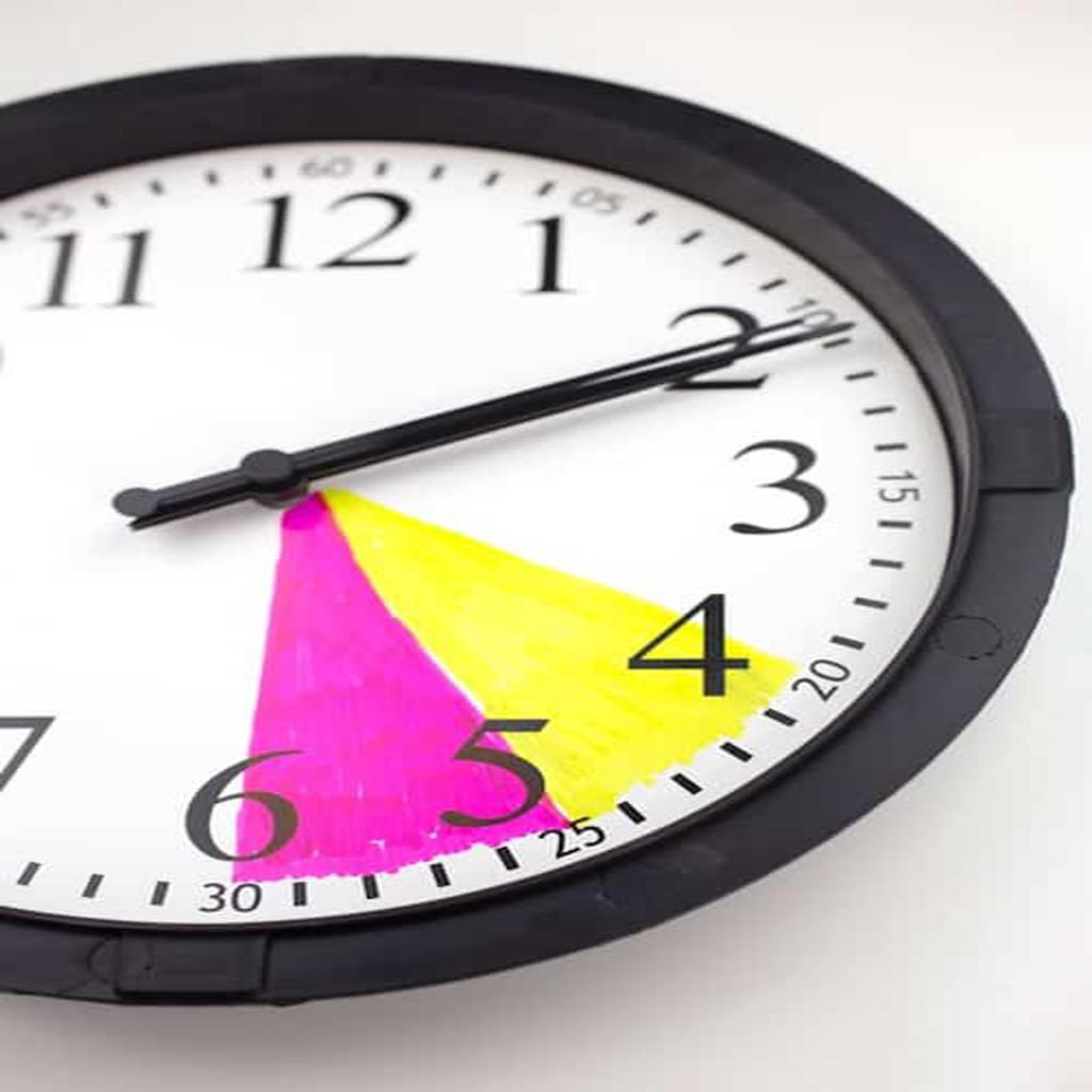 الساعة الملونة