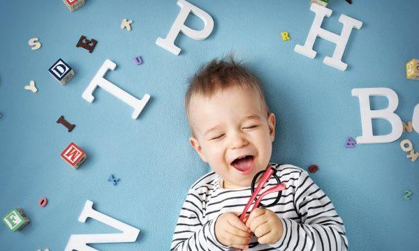 كيفية تعليم الأطفال الحروف بطرق سهلة..