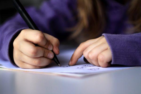تحسين خط طفلك.. يمر عبر خمس طرق
