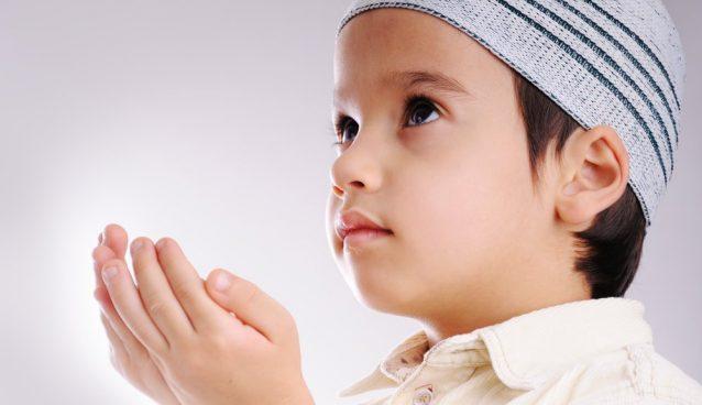 النمو الديني لدى الطفل.. كيف يمكن أن نربي أطفالنا دينياً و ما الأساليب الصحيحة؟