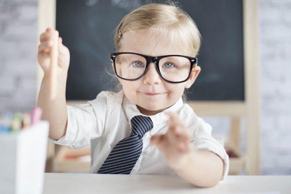 الطريق الي الرجولة.. كيف تعلم طفلك الرجولة والشهامة؟
