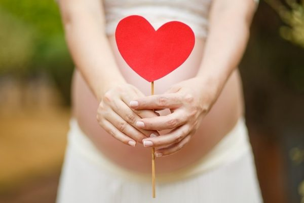 تكوين علاقة جيدة بين الأم و الجنين