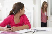 تفتيش خصوصيات الأبناء حق للآباء أم تجسّس مرفوض؟